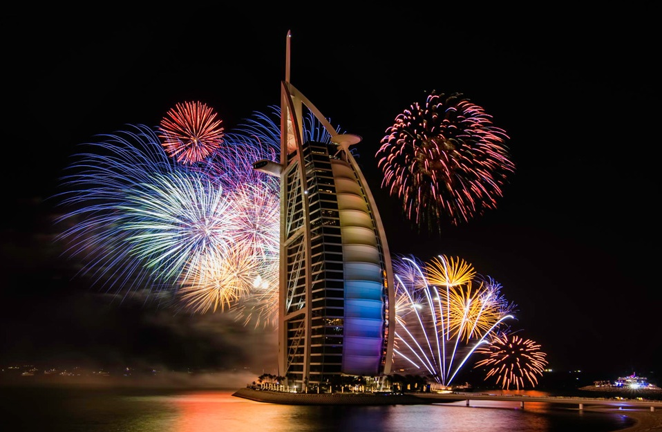 King World News - HAPPY NEW YEAR! - How The World Rings In 2015 - Dubai