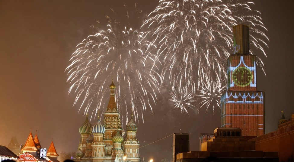 King World News - HAPPY NEW YEAR! - How The World Rings In 2015 - Moscow