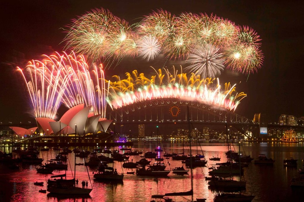 King World News - HAPPY NEW YEAR! - How The World Rings In 2015 - Sydney