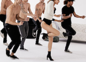Stuart Weitzman shows VMA viewers its dance moves in first TV commercial